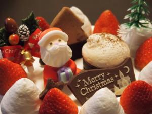 Typischer Weihnachtskuchen mit Erdbeeren.