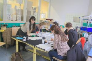 Eine kleine Gruppe hat sich am letzten Sonntag versammelt und unter der Anleitung von Nami einen kleinen Blick in die japanische Kalligrafie gewagt.